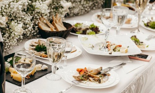 Wedding guest forced to wash dishes after bride and groom blew budget