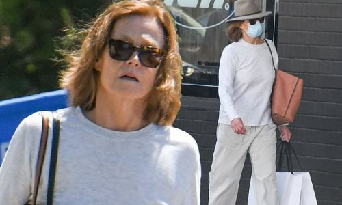 Sigourney Weaver does a spot of shopping in Sydney