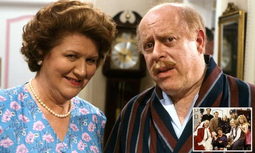 Keeping Up Appearances 'is given a viewer warning'
