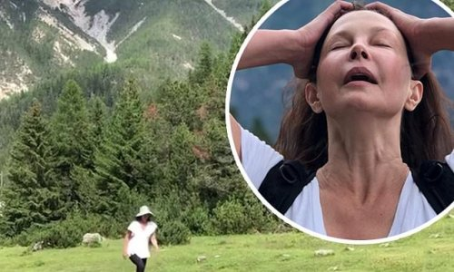 Ashley Judd is walking again nearly six months after breaking her leg