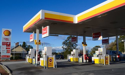 Huge spike in oil prices lifts Shell's profits and dividend