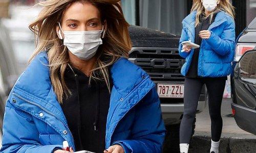 Nadia Bartel gets her nails done in Melbourne