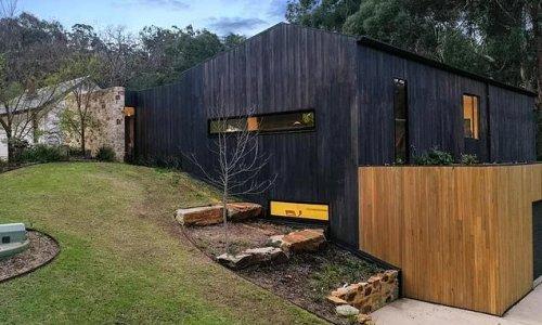 Behind this black box façade is a modern Aussie masterpiece