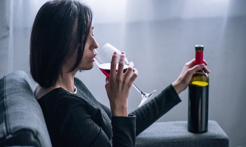 Doctors reveal the physical signs you're drinking too much