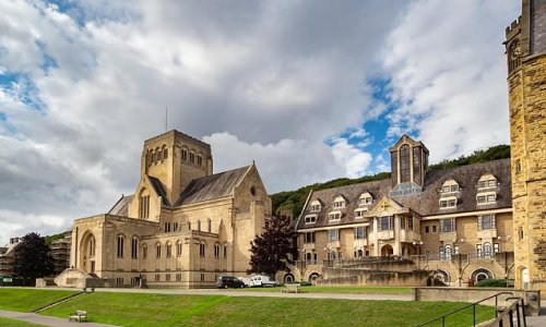 £36,000-a-year boarding school Ampleforth College FAILS Ofsted report