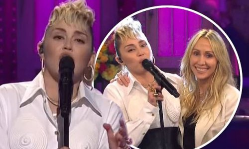 Miley Cyrus shouts out godmother Dolly Parton with her mom Tish on SNL