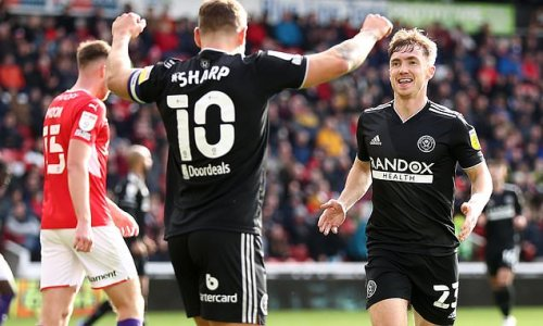 Sheffield United hold off a late comeback from Barnsley to win 3-1