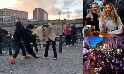 Ugly melee breaks out between two women drinkers in York