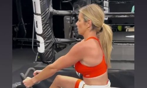 Candice Warner shows off her biceps and abs during a workout