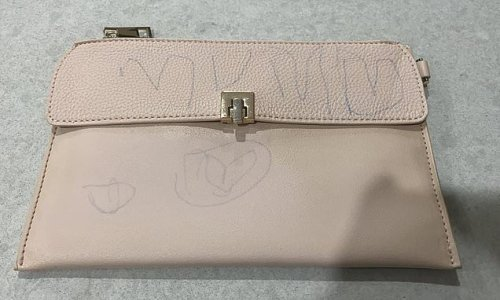 Mum turns asks for help after daughter drew on her new leather wallet