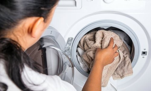 Why you should put dry towel in your dryer with wet clothes every time