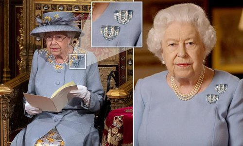 Queen wears pair of aquamarine brooches given to her by her parents