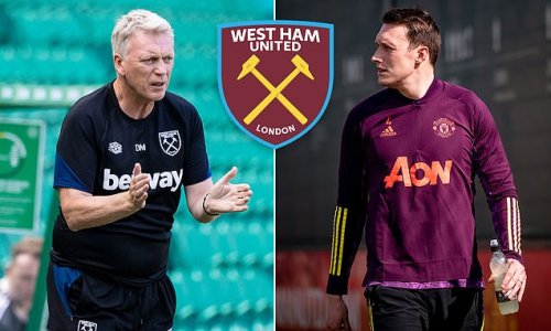 David Moyes 'wants West Ham to sign Phil Jones on a free transfer'