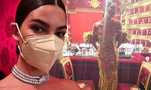 Lily Aldridge commands attention in a showstopper gold gown