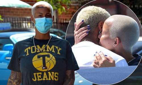 Amber Rose flashes her abs in a crop top and kisses her boyfriend