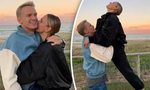 Cody Simpson and Marloes Stevens attempt an iconic Dirty Dancing scene