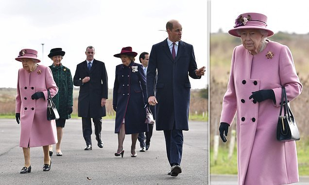 Queen carries out first public royal engagement since before lockdown