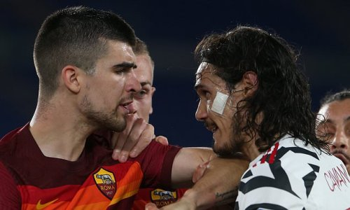Fans laud Cavani after Man United veteran protects Greenwood