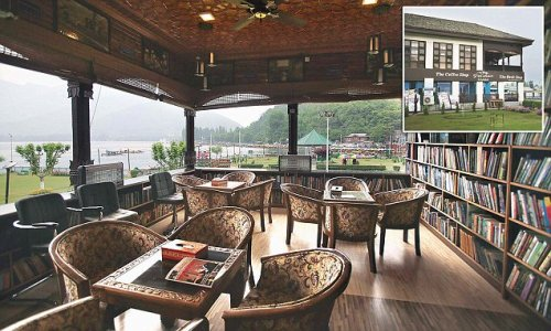 Dal lake cafe is the book lovers' paradise in J&K