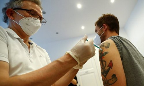 Supermarkets can REFUSE service to unvaccinated customers in Frankfurt