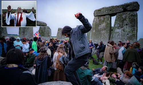 Druids DEFY Covid ban at Stonehenge: Police move on hundreds at site