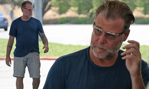 Dean McDermott seen without his ring amid Tori Spelling split rumors