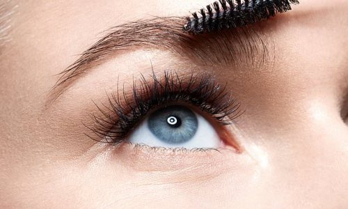 Shoppers are turning to this £7 castor oil for growing their eyebrows