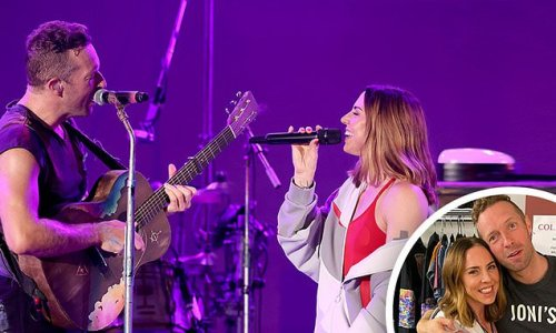 Coldplay and Melanie C team up to perform Spice Girls' classic