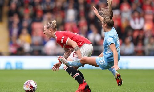 City end three-game WSL run in Manchester derby as Stanway is sent off