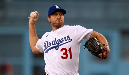 Dodgers hold off Astros in Max Scherzer's debut