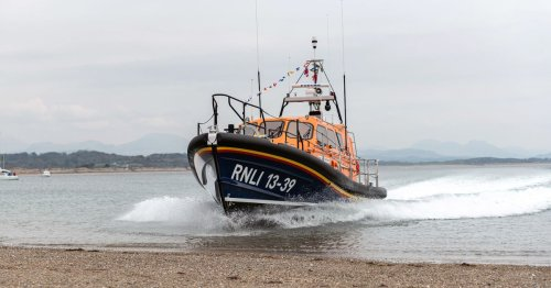 Watch £2m jet-propelled lifeboat run aground on North Wales beach - deliberately