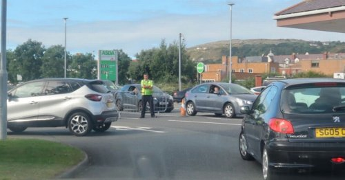 Pictures show chaos at North Wales petrol stations as scramble for fuel sees some forecourts close