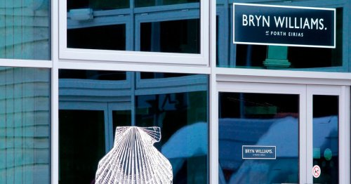 Man refused entry into Bryn Williams' seaside cafe for having 'sand on his shoes'