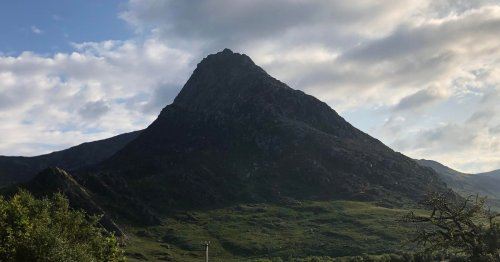 Teenager 'lucky to be alive' after plunging 30 feet from Snowdonia peak