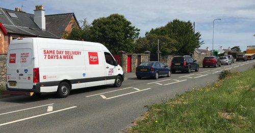 Major delays on A487 near Caernarfon following crash - live