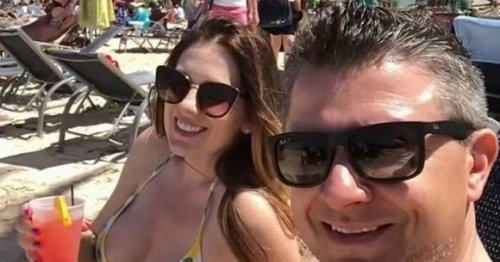 Couple accidentally signal that they're swingers whilst on holiday