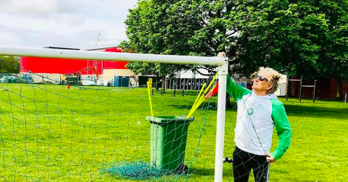 Rod Stewart flaunts Celtic tracksuit as he helps set up under 10s football game