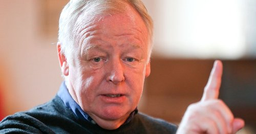 'Upset' Les Dennis rages after he's accused of being racist on Family Fortunes