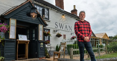 Pub landlord charging punters £30 if they don't show up – with drinkers divided