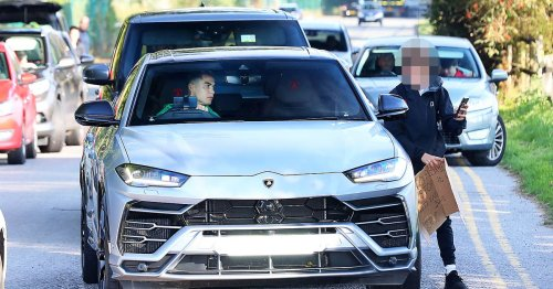 Ronaldo makes Man Utd fan's day by stopping £170k Lamborghini for selfie