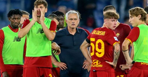Mourinho keeps Roma team on pitch for full-time team talk after Lazio defeat