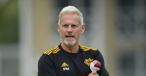 Peter Moores extends Nottinghamshire contract after interest from Pakistan