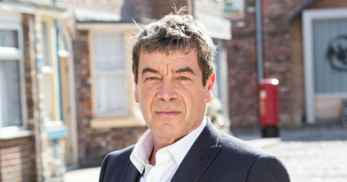 Corrie's Richard Hawley's life - from rarely-seen wife to living with co-star