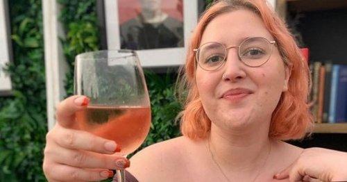 Jonathan Ross' daughter Honey shares busty snap as she rages at awkward crop