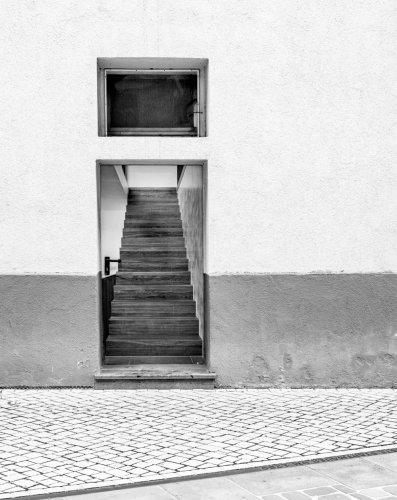 """Fotoprojekt #WeeklyBoys: """"Nur"""" ein Foto, oder die Tür zum Treppenhaus. – Dankelmann Photos"""
