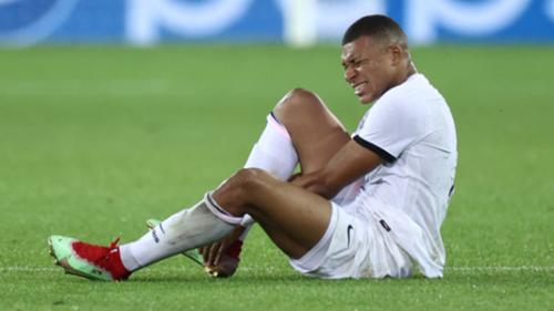 PSG : Mbappé connait la gravité de sa blessure   Goal.com