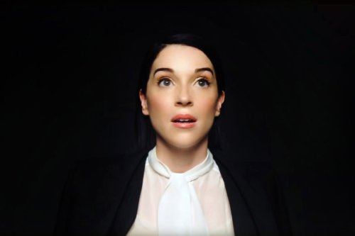 Stream It Or Skip It: 'The Nowhere Inn' on VOD, Where St. Vincent And Carrie Brownstein Face Off In Offbeat Mockumentary