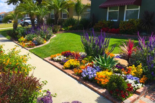 Front Yard Landscaping Ideas and Garden Designs for a Fresh Lawn