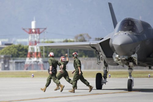 Fund the F-35 program, lawmakers tell the White House