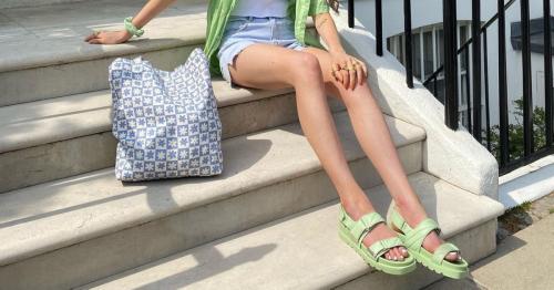 Sandalias de colores para elevar cualquier look